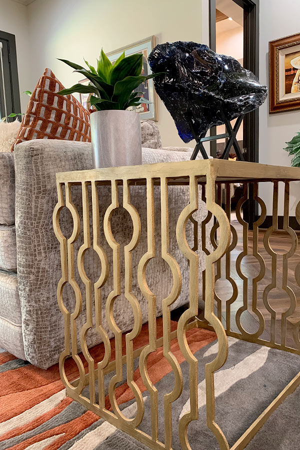 Sofa side table in gold metal
